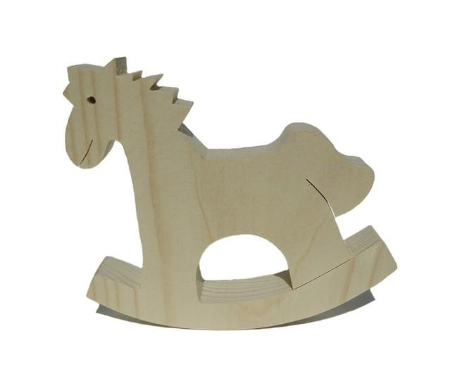 malý dřevěný houpací koník ze světlého dřeva